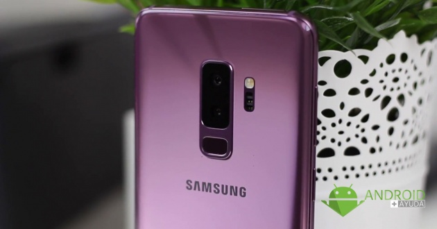 Galaxy S10 with triple camera