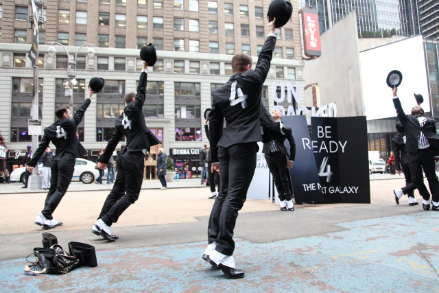 Advertising campaign for the Galaxy S4 street performance